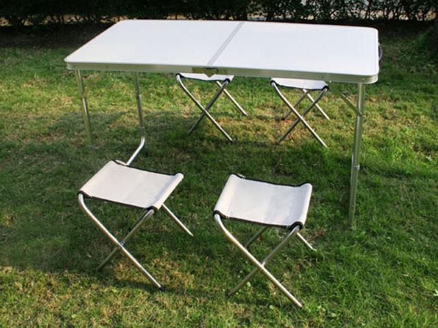klapptisch campingtisch koffertisch tisch mit vier. Black Bedroom Furniture Sets. Home Design Ideas